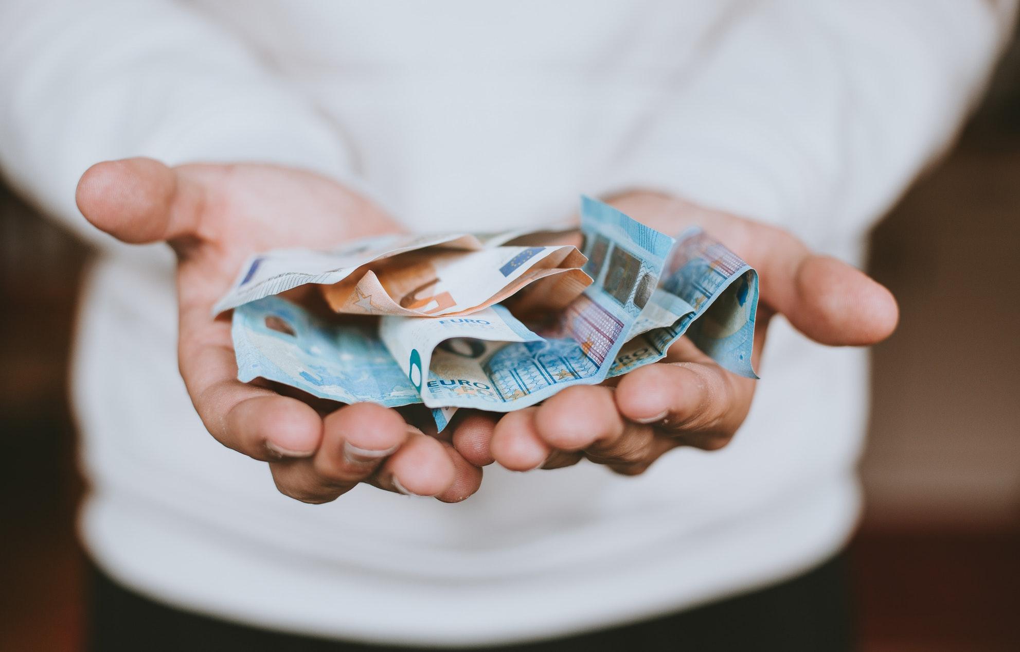 Hvordan få inn penger uten å bruk et Inkassobyrå
